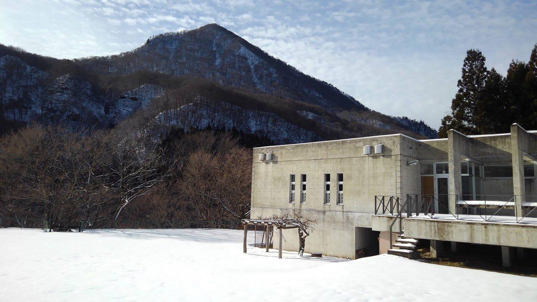 雪の三方倉山と秋保ビジターセンター